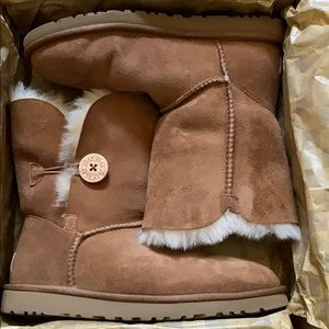 Ugg's Bailey Button Chestnut Boots
